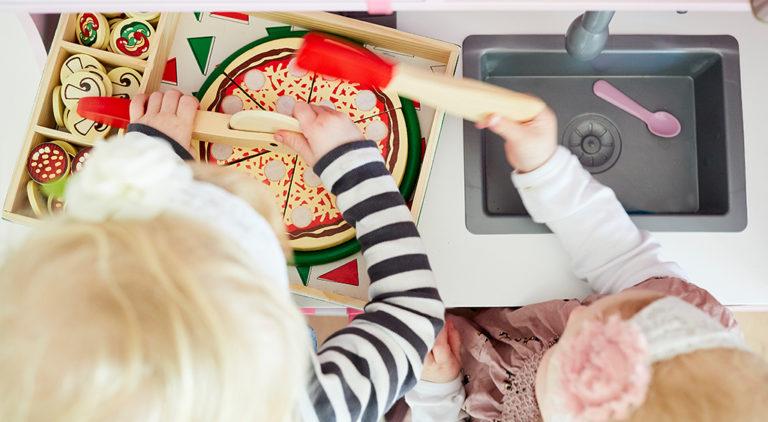 tips: sådan vælger du godt legetøj, sprog leg, legetøj, pizzaleg, pizza fest, pizzafest